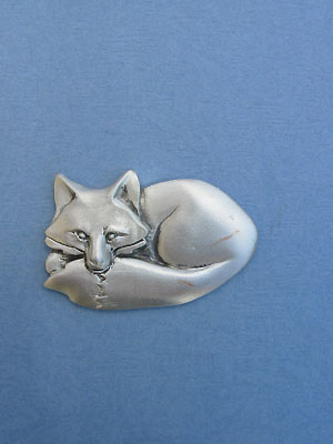 Curled Fox Brooch - Lead Free Pewter