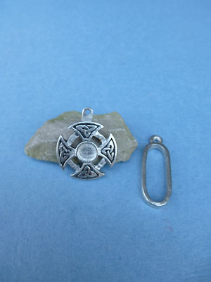 Triquetra Cross Pewter Button Toggle