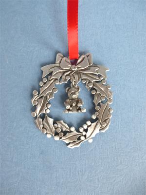 Wreath Ornament with Teddy Bears Charm